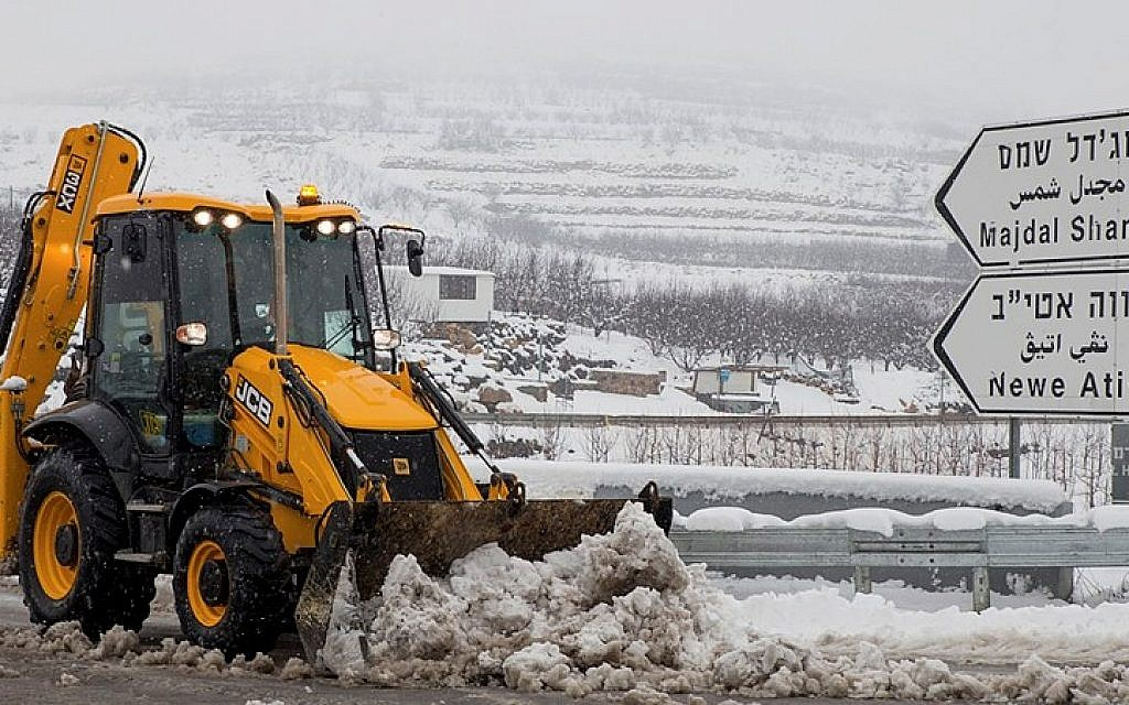 Snow falls in Majdal Shams, in the Golan Heights, Northern Israel on February 12, 2015. Jerusalem is also expecting snow this weekend. (photo credit: Basal Awidat/Flash90)