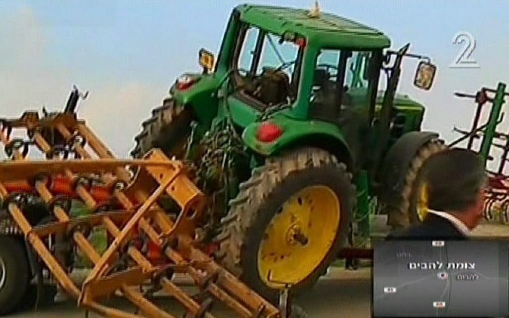 The tractor involved in a deadly crash in Israel's south on February 3, 2015. (Screen capture: Channel 2)