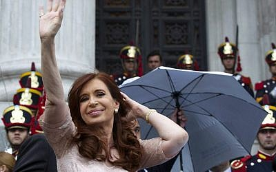 Argentine President Cristina Fernandez de Kirchner waves at supporters while leaving after the inauguration of the 133th period of ordinary sessions at the Congress in Buenos Aires, Argentina on March 1, 2015 (AFP PHOTO / ALEJANDRO PAGNI)