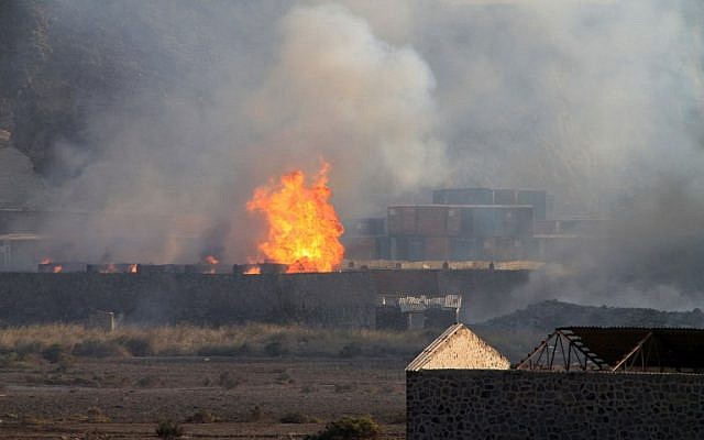 Flames and smoke billow from the site of an explosion that hit an arms depot in the Yemenite city of Aden on March 28, 2015. (AFP/SALEH AL-OBEIDI)