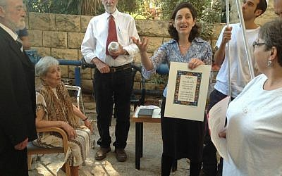 Rabbi Miriam C. Berkowitz, chaplain at the St Louis French Hospital, performing a wedding at a nursing home. (courtesy)
