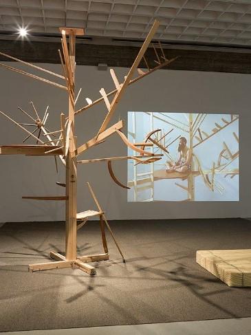 Guy Ben Ner, Treehouse Kit (2005)