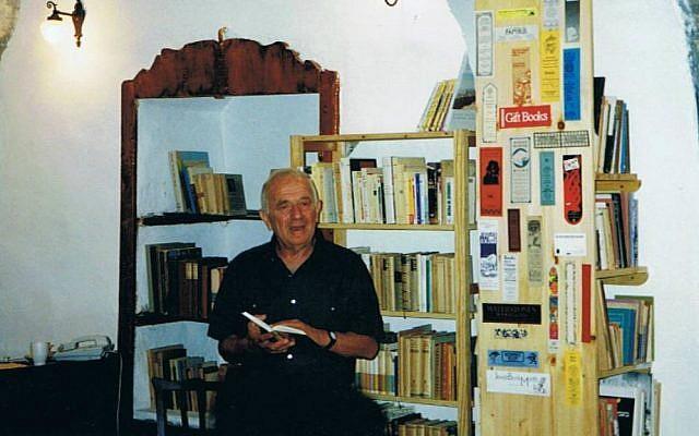 Yehuda Amichai reading his poetry Tmol Shilshom's opening in June 1994. (Courtesy)