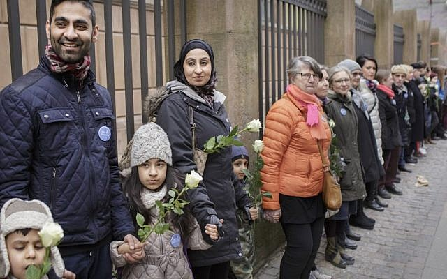 Danish people of Muslim, Jewish and Christian faith form a peace ring around the synagogue in Copenhagen, Saturday, March 14, 2015. (AP Photo/Mads Nissen/Polfoto)