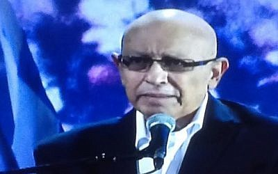 Ex-Mossad chief Meir Dagan speaks at an anti-Netanyahu election rally in Rabin Square, Tel Aviv, March 7, 2015 (screen capture: Channel 10)