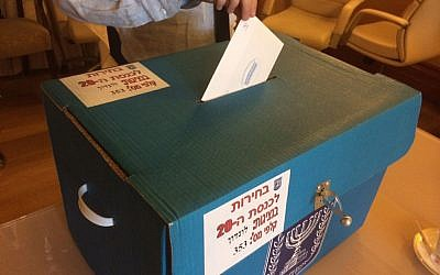 Voting at the Israeli embassy in London, March 5, 2015 (photo credit: Arieh Miller)