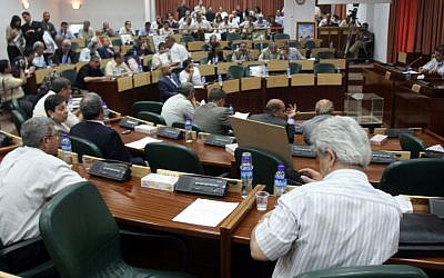 File: Palestinian lawmakers attend an emergency parliament session at the Legislative Council in Ramallah, July 11, 2007. (Ahmad Gharabli/Flash90)