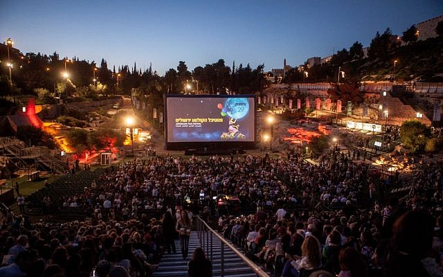 Opening night of the annual Jerusalem Film Festival is always held at Sultan's Pool, under the walls of the Old City. (Uri Lenz/Flash90)
