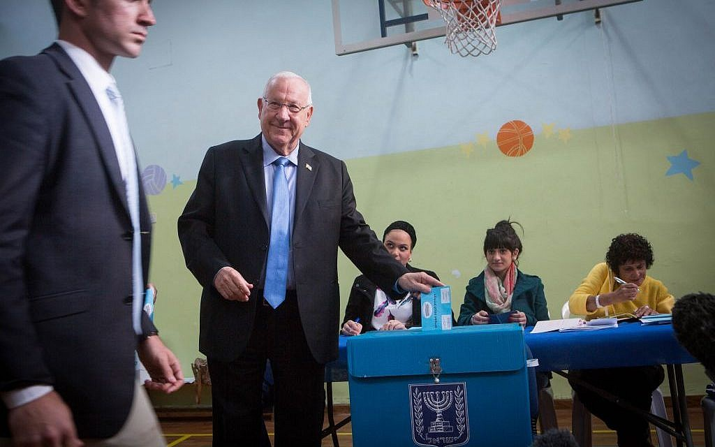 Israeli President Reuven Rivlin casts his vote at a polling station in Jerusalem on March 17, 2015. (Photo credit: Miriam Alster/FLASH90)