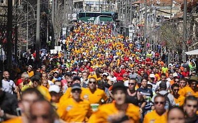 Illustrative image of marathon runners in Jerusalem (Uri Lenz/Flash90)