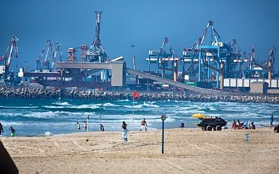 The port of the southern Israeli city of Ashdod, July 27, 2014. (Moshe Shai/Flash90)