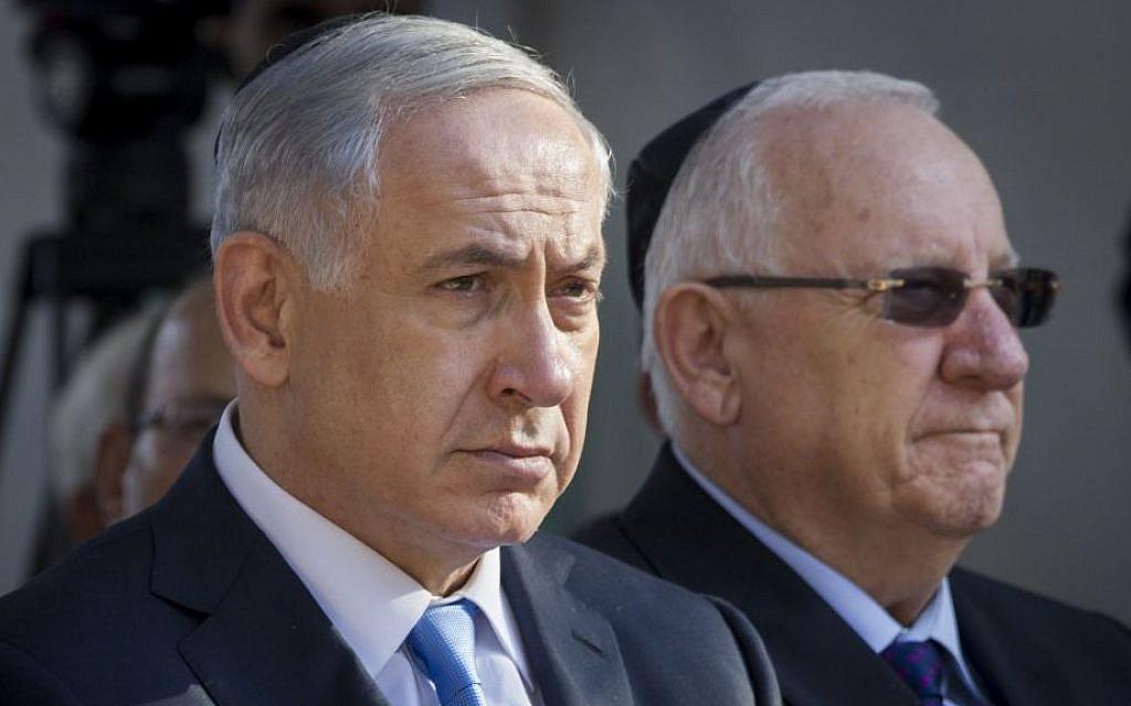 Prime Minister Benjamin Netanyahu and President Reuven Rivlin at a state memorial service for former tourism minister Rehavam Ze'evi, October 23, 2014. (Miriam Alster/FLASH90)