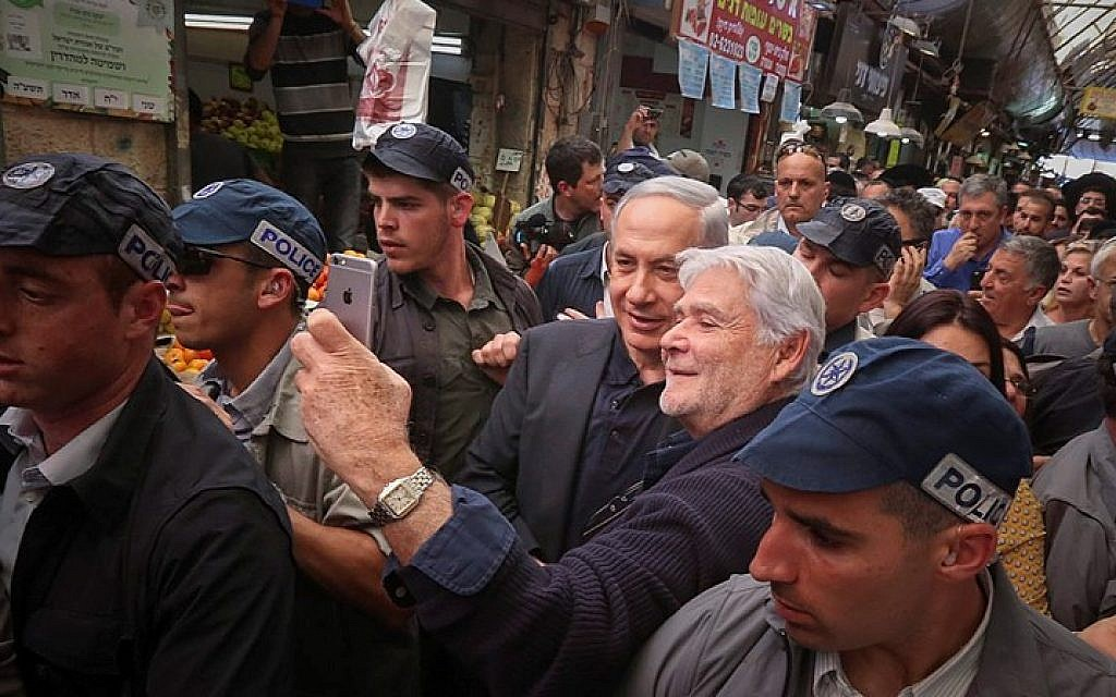 Prime Minister and head of the Likud party Benjamin Netanyahu visits the Jerusalem market on March 9, 2015, Ahead of the upcoming general election on March 17. (photo credit: Flash90)
