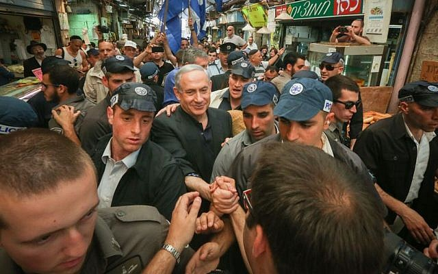 Prime Minister Benjamin Netanyahu during a tour of the Mahane Yehuda market, March 9, 2015 (photo credit: Flash 90)
