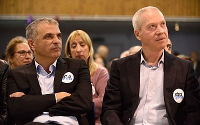 Moshe Kahlon, left, and candidate Yoav Galant attend an elections campaign event on March 12, 2015 in Ramat-Gan. (Photo credit: Gili Yaari /FLASH90)