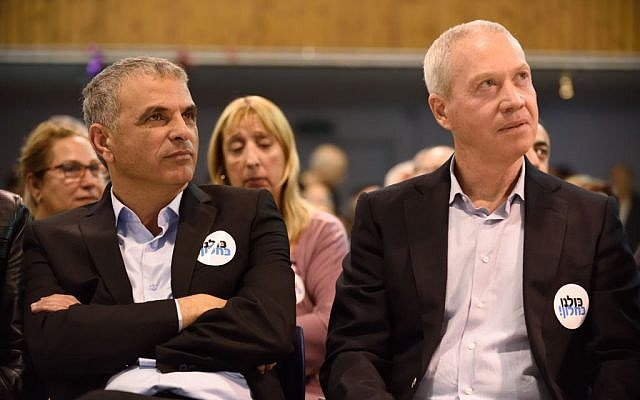 Moshe Kahlon, left, and candidate Yoav Gallant attend an elections campaign event on March 12, 2015 in Ramat-Gan. (Photo credit: Gili Yaari /FLASH90)