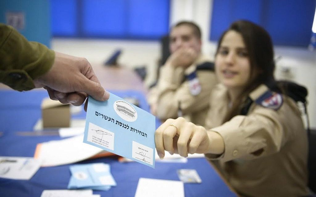 IDF soldiers take part in early voting two days before the Knesset elections, March 15, 2015. (photo credit: IDF Spokesperson)