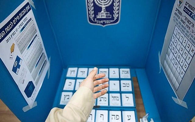 IDF soldiers take part in early voting process two days before the Knesset elections, on March 15, 2015. (IDF)