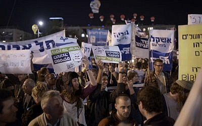 Right-wing supporters take part in a pre-election rally at Rabin Square in Tel Aviv on March 15, 2015 (photo credit: Tomer Neuberg/Flash90)