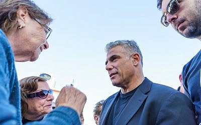 Yesh Atid party leader Yair Lapid speaks to voters on March 16, 2015. (Meir Vaknin/Flash90)
