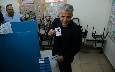 Yair Lapid casts his vote at a polling station in Tel Aviv on March 17, 2015. (Ben Kelmer/Flash90)