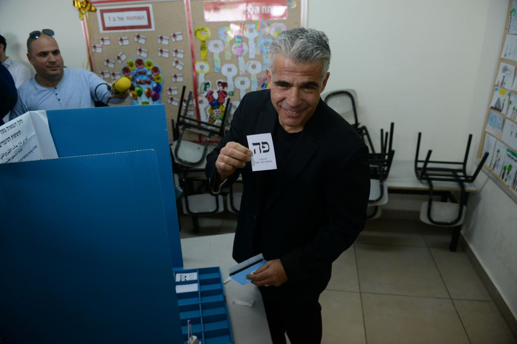 Yair Lapid casts his vote at a polling station in Tel Aviv on March 17, 2015. (Photo credit: Ben Kelmer / FLASH90)