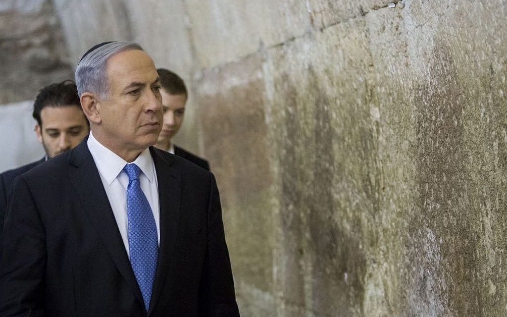 Israeli Prime Minister Benjamin Netanyahu visits the Western Wall in Jerusalem's Old City, a day after the Israeli general elections, March 18, 2015. (Photo credit: Yonatan Sindel/Flash90)