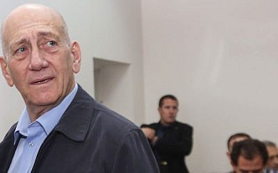 Ehud Olmert in Jerusalem  District Court on March 30,  2015 (photo credit: Gili Yohanan/POOL/Flash90)