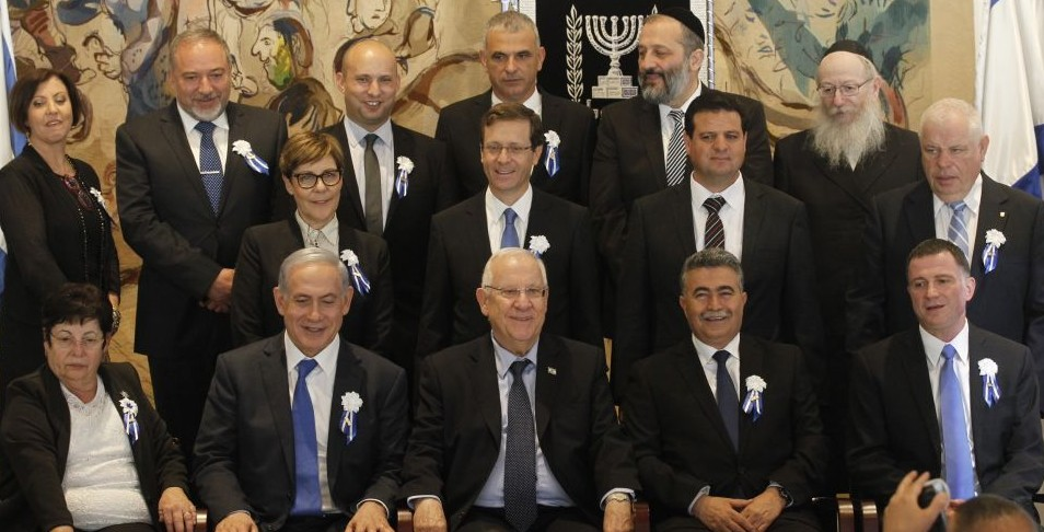 Prime Minister Benjamin Netanyahu and President Reuven Rivlin pose with heads of all the Israeli political parties after the opening session of the 20th Knesset on March 31, 2015. (Photo credit: Miriam Alster/Flash90)