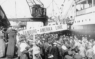 German emigrants boarding a ship at the port of Hamburg. (National Archives and Records Administration, NARA)