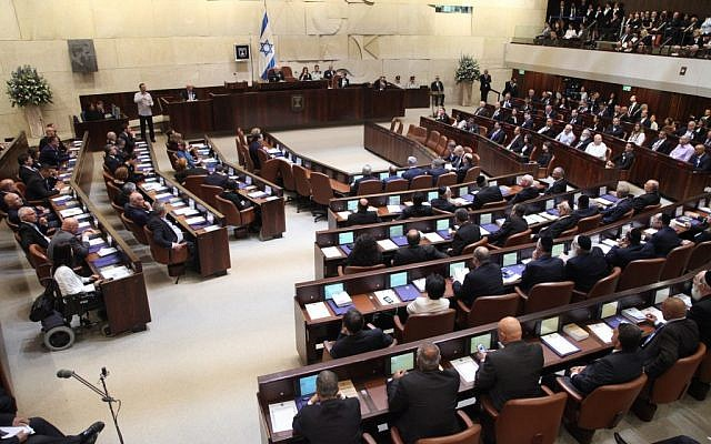 Knesset members are inducted in a ceremony in Jerusalem on March 31, 2015 (photo credit: Knesset spokesperson)