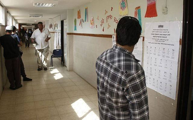 A polling station at a school near Hadera on March 17, 2015. (photo credit: Judah Ari Gross/Times of Israel)