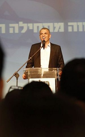 Moshe Kahlon addresses hundreds of supporters at the Kulanu victory party on Mar. 17, 2015. (Judah Ari Gross/Times of Israel)