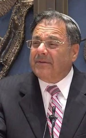 Rabbi Shlomo Riskin speaking at the Lincoln Square Synagogue. (screen capture: YouTube/JBS)