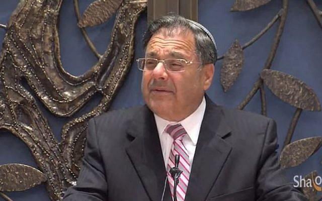Rabbi Shlomo Riskin speaking at the Lincoln Square Synagogue. (screen capture: YouTube/JBS)