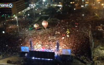 Aerial view of a Saturday March 7, 2015 anti-Netanyahu rally in Tel Aviv's Rabin Square. (screen capture: Channel 10)