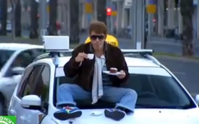 Yuval Semo as taxi driver Asher Ben Horin on 'Eretz Nehederet' (Courtesy YouTube screengrab)