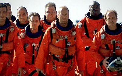 A frame from the 1998 Hollywood blockbuster 'Armageddon,' which tells the story of a team that lands on a massive asteroid to prevent it from destroying the earth (courtesy Touchstone Pictures)