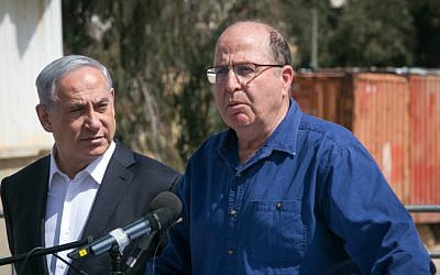 Defense Minister Moshe Ya'alon alongside Prime Minister Benjamin Netanyahu at an IDF base on March 10, 2015. (Ohad Zwigenberg)