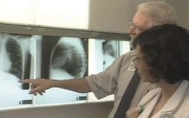 Medical staff examine x-rays of cystic fibrosis patients (Photo: Screenshot)