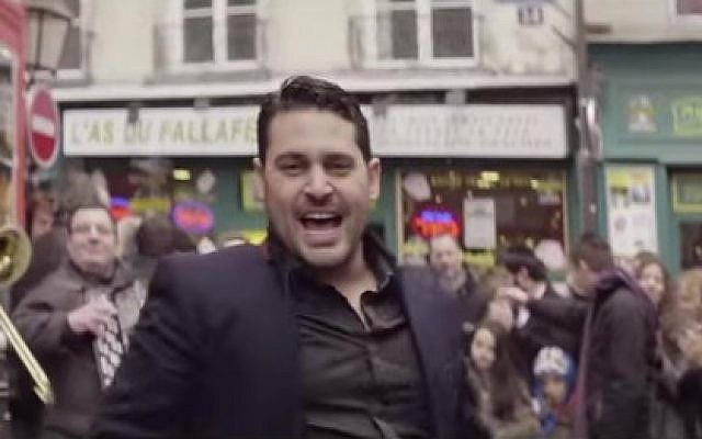 Still shot from singer Gad Elbaz's new clip (photo credit: YouTube screen cap)