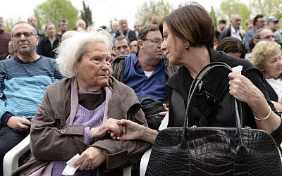 Lia Van Leer (left) shakes hands with Meretz MK Zahava Gal-On at the funeral of former MK Shulamit Aloni in Kfar Shmaryahu on Sunday, January 26, 2014. (photo credit: Tomer Neuberg/Flash90)