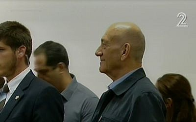 Ehud Olmert in Jerusalem court on March 30, 2015. (Screen capture: Channel 2)
