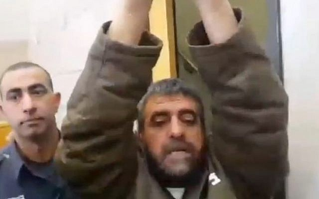 Sidqi al-Maqt, arrested for spying for Syria, raises his arms as he speaks to reporters, March 27, 2015 (Screen capture: Channel 2)