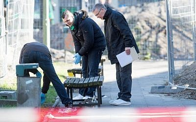 Police investigate near the Franciscan Monastery in Berlin on April 5, 2015, where the body of Israeli Yosi Damari was found. (AFP/DPA/Maurizio Gambarini)
