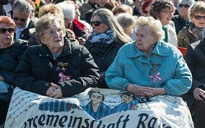 Ilse Heinrich (L) and Charlotte Kroll, survivors of the Ravensbruck Nazi concentration camp, attend an event to commemorate the 70th anniversary of the camp's liberation, on April 19, 2015 in Ravensbrück near Fuerstenberg, northeastern Germany. (AFP PHOTO/DPA/PATRICK PLEU)