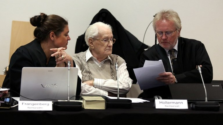Former Nazi death camp officer Oskar Groening (center) and his lawyers Hans Holtermann (right) and Susanne Frangenberg (left) at the opening of Groening's trial in Lueneburg, Germany, on April 21, 2015 (photo credit: AFP/Ronny Hartmann, Pool)