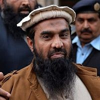 Pakistani security personnel escort Zaki-ur-Rehman Lakhvi, alleged mastermind of the 2008 Mumbai attacks, as he leaves the court after a hearing in Islamabad on January 1, 2015. photo credit: AFP/Aamir QURESHI)