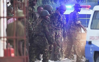 Kenya Defense Forces are pictured after they ended a siege by gunmen in the university on April 2, 2015 in the northeastern town of Garissa. (photo credit: AFP PHOTO / CARL DE SOUZA)