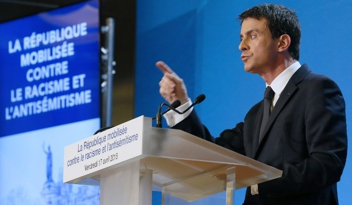 French Prime Minister Manuel Valls presents the government's plan aimed at fighting racism and anti-Semitism at the Val-de-Marne Prefecture in Creteil, south-eastern Paris suburb, April 17, 2015. (AFP/ Patrick Kovarik)